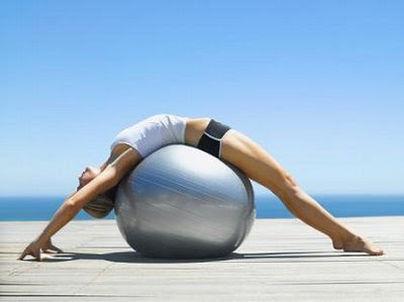 ¡Es hora de tonificar! Las ventajas de entrenar con 'fitball'